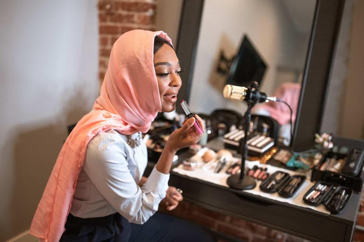 video-podcasting-woman-applying-makeup